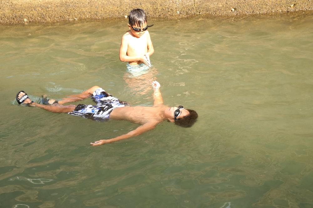 日曜日滝畑ダムまで川遊びに行きました。